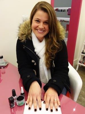 Bruna Dias dos Santos, cliente unhas de pelúcia (Foto: Jessica Mello/G1)