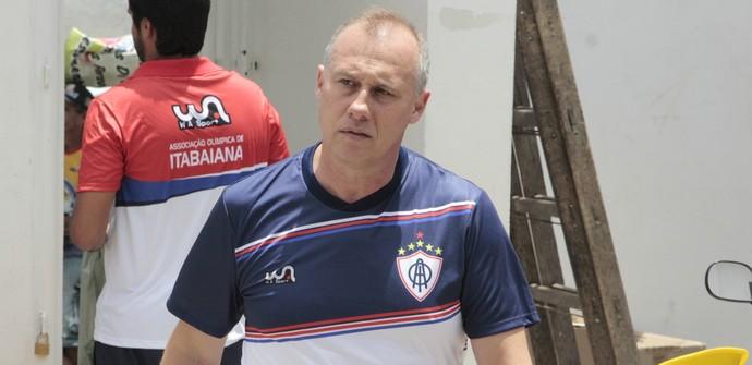 Ailton Silva, técnico do Itabaiana (Foto: Osmar Rios / GloboEsporte.com)