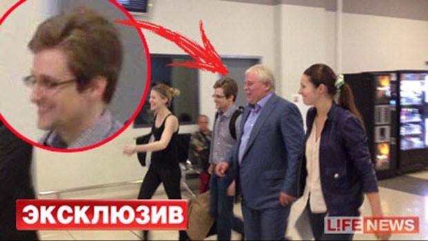 Foto mostraria Snowden deixando aeroporto em Moscou nesta quinta-feira  (Foto: Reprodução/livenews.ru)