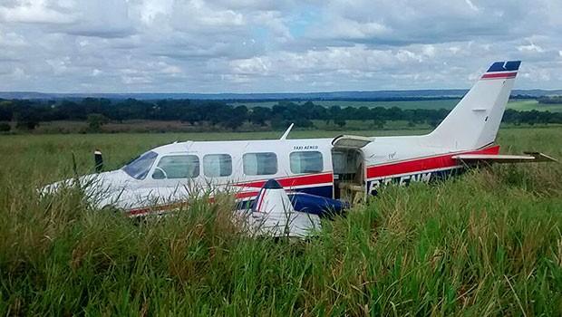 Avião pouso forçado Angélica Luciano Huck (Foto: Walter Barbosa)