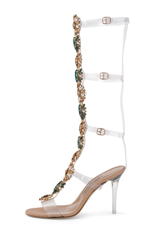 06c81eea60 Rihanna usa botas de sua coleção com Manolo Blahnik - Vogue