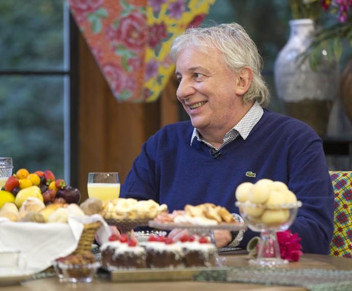 Marco Nanini na mesa do café da manhã do 'Mais Você' (Foto: Fabiano Battaglin/Gshow)