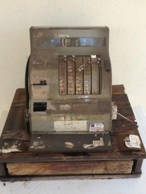 Máquina registradora comprada em 1965, ano de inauguração do Almanara (Foto: Nasser Hijazi/Divulgação)