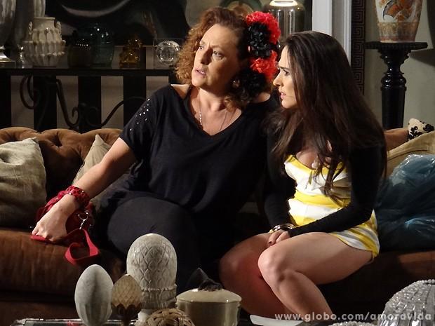 Márcia e Valdirene fiam boladaças com o que veem (Foto: Pedro Curi / TV Globo)
