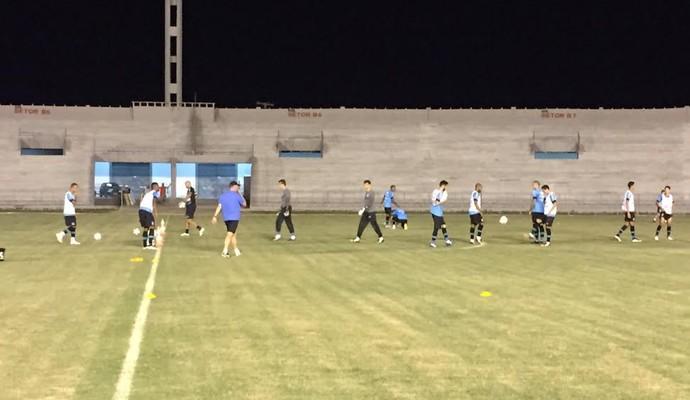 Grêmio treino no palco do jogo no fim de tarde desta terça (Foto: Silas Batista/GloboEsporte.com)