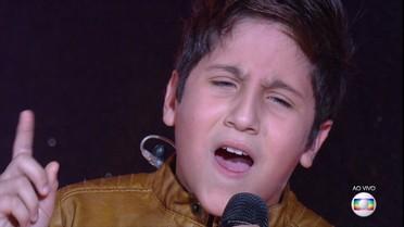 Hugo, da banda Troia, mostra talento ao cantar em espanhol