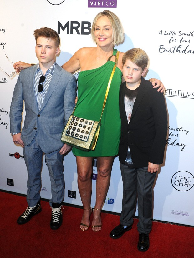 Roan Bronstein, a mãe Sharon Stone e Laird Stone (Foto: Getty Images)