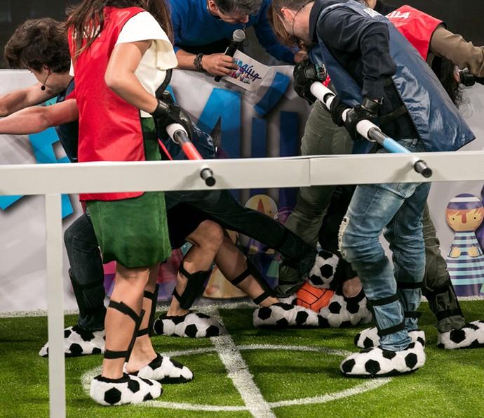 Galera disputa a bola (Foto: Isabella Pinheiro / Gshow)