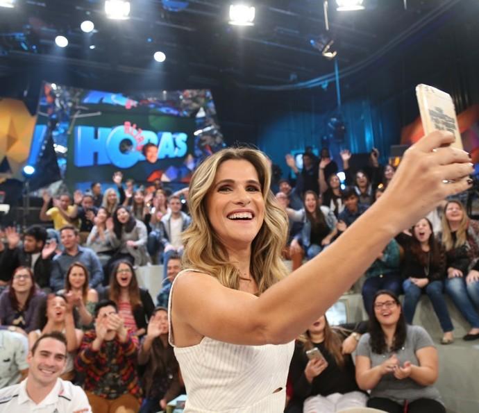 No intervalo, a comediante aproveitou para a selfie (Foto: Carol Caminha/Gshow)