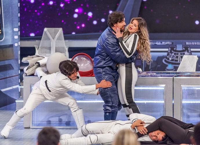 Ricardo Macchi e a atriz Mariana Santos em cena (Foto: Artur Meninea/Gshow)