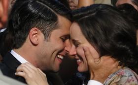 Clipe: Cenas românticas de Amélia e Franz são embaladas por Milton Nascimento