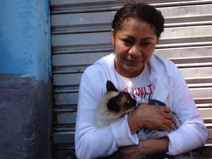 Sônia Souza conseguiu resgatar a gaa após explosão em pensão (Foto: Paula Paiva Paulo/G1)