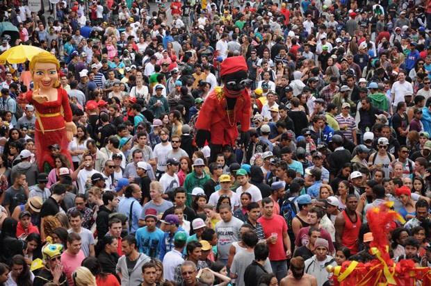 Muita gente saiu às ruas para curtir o Garibaldis e Sacis (Foto: Roger Santmor/RPC TV)