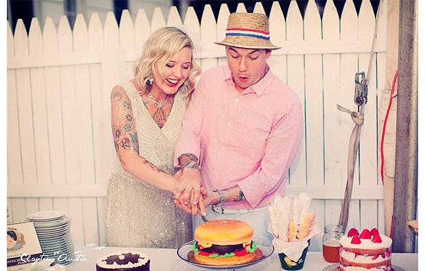 O casal moderninho também fugiu do tradicional bolo. Do blog Ruffed http://ruffledblog.com  (Foto: Reprodução)