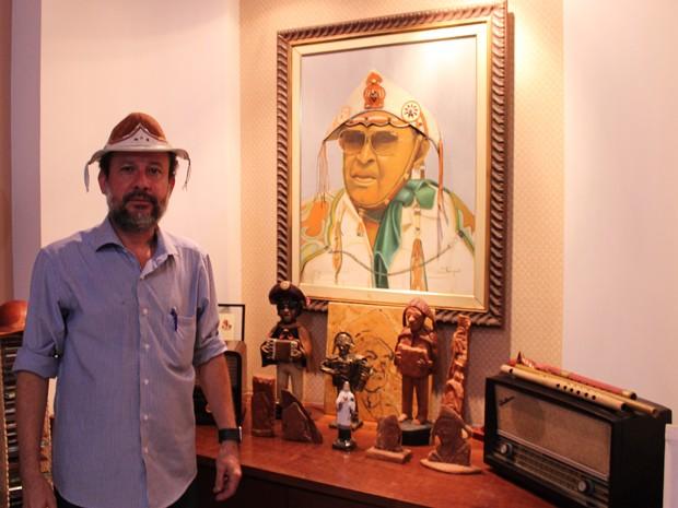 A admiração pelo trabalho de Gonzagão fica evidente quando se entra na casa do pesquisador. (Foto: Pedro Santiago/G1)