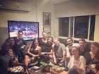 Grávida, Luana Piovani comemora Dia dos Namorados com marido e amigos