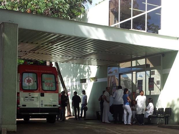 Enfermeiros, técnicos de enfermagem, auxiliares farmacêuticos e técnicos de higiene dental estão parados há dois dias em Ribeirão Preto (Foto: Analídia Ferri/G1)