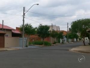 Bairro onde paciente mora foi nebulizado por equipes (Foto: Reprodução/ TV TEM)