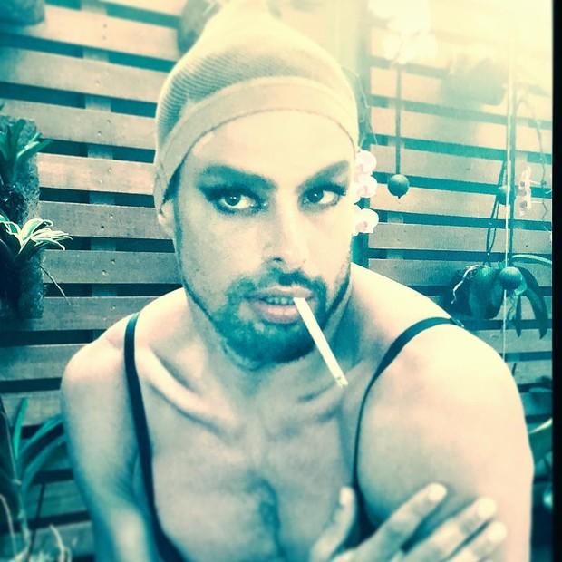 Cauã Reymond no backstage  (Foto: Reprodução/Instagram)