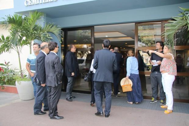 Amigos e familiares chegando para o velório de Ivo Pitanguy (Foto: Fabio Moreno/Agnews)