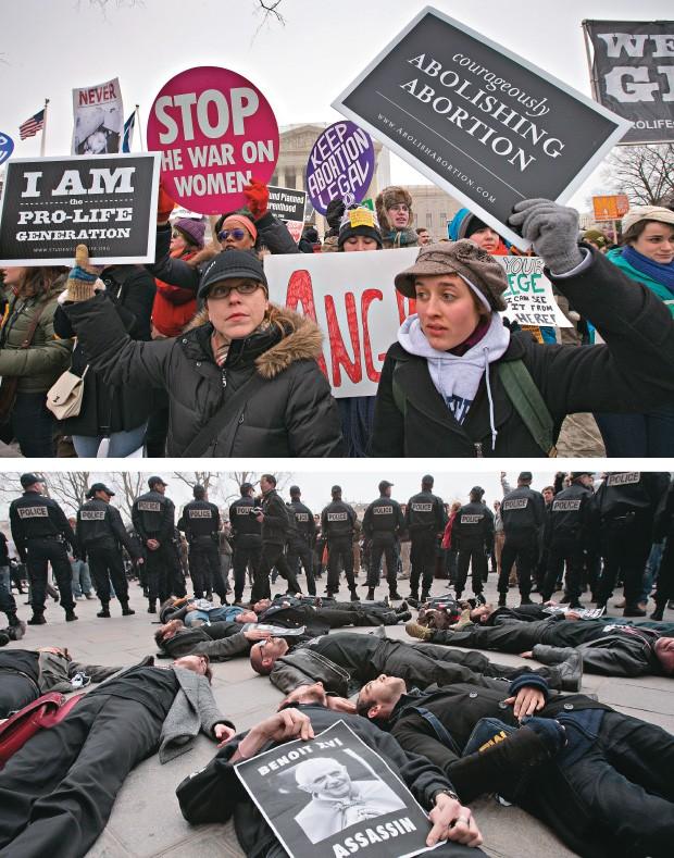 GUERRA DOS DIREITOS  Ativistas contrários ao aborto protestam em Washington, no aniversário de 40 anos da liberação do procedimento nos EUA (acima), e manifestantes a favor do direito ao aborto e pelo uso da camisinha fazem ato contra o papa Bento XVI, em (Foto: J. Scott Applewhite/AP e Francois Guillot/AFP)