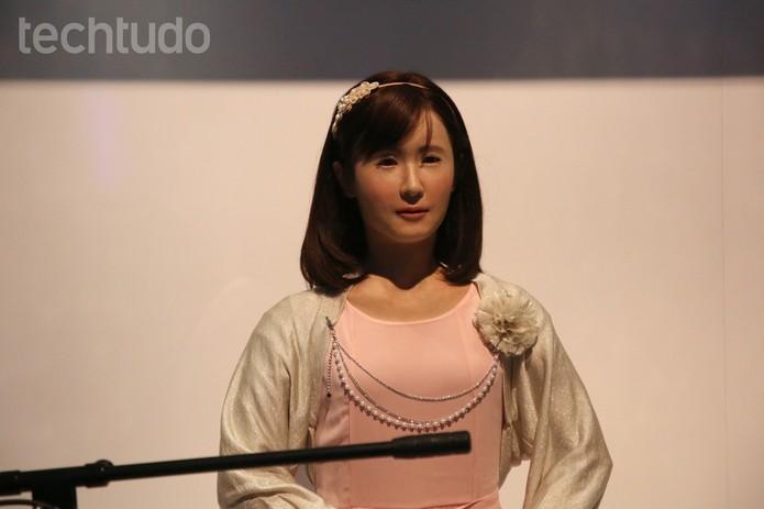 robô cantora (Foto: Fabrício Vitorino/TechTudo)