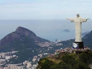 Cristo Redentor é a grande atração do Parque Nacional da Tijuca, que detém metade dos turistas de todas as unidades em 2013  (Foto: Erika Dorta/VC no G1)