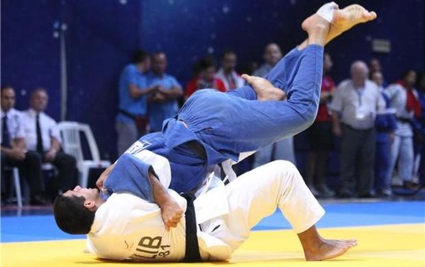 Nacif Elias em ação pelo Líbano (Foto: Arquivo pessoal)