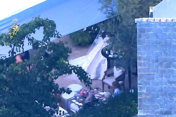 Cerimônia aconteceu na mansão de Miranda Kerr e Evan Spiegel na Califórnia (Foto: AKM-GSI)