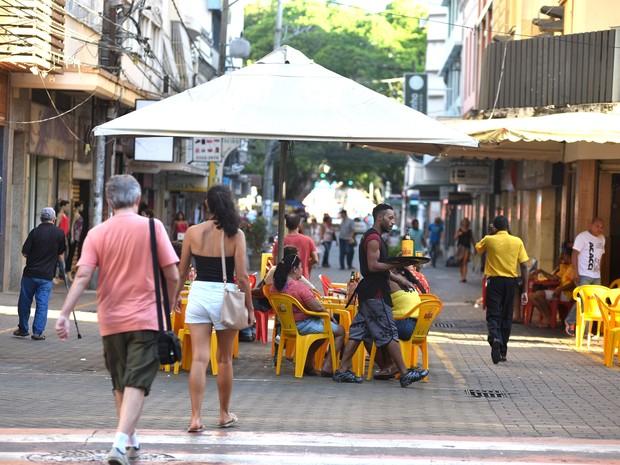 Bares  da Rua Sete, no Centro de Vitória, só poderão ficar abertos até as 23 horas  (Foto: Fernando Madeira/ A Gazeta)