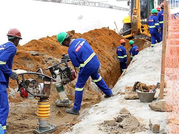 Obras de esgotamento em Macaé (Foto: Carlos Fernandes/Mobilidade Urbana)