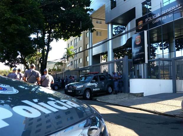 Presos em operação serão encaminhados para a Polícia Federal em Campinas (Foto: André Natale / EPTV)