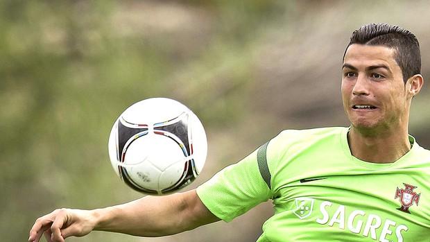 Cristiano Ronaldo no treino de Portugal (Foto: EFE)