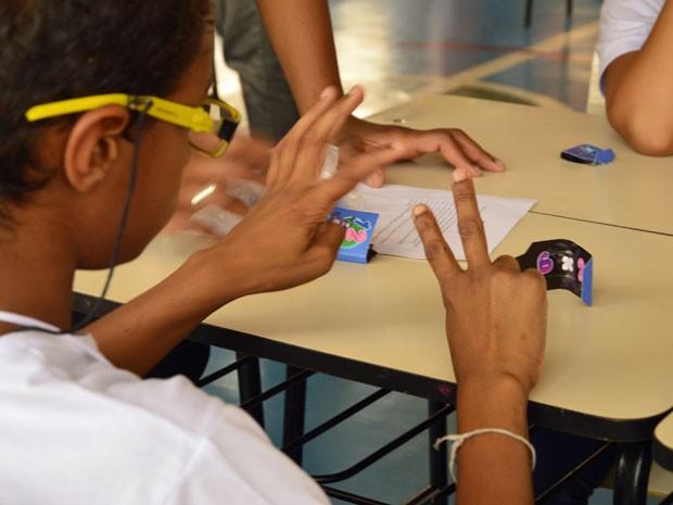Criança joga 'O X da Questão' no 'Dia da Tabuada' (Foto: Fábio Tadeu Garcia)