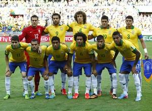 A seleção brasileira que enfrenta o Uruguai na semifinal da Copa das Confederações (Foto: AP Photo/Bruno Magalhaes)