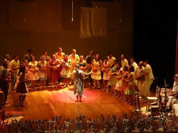 Coretfal realiza apresentação no Teatro Deodoro (Foto: Waldson Costa/ G1)