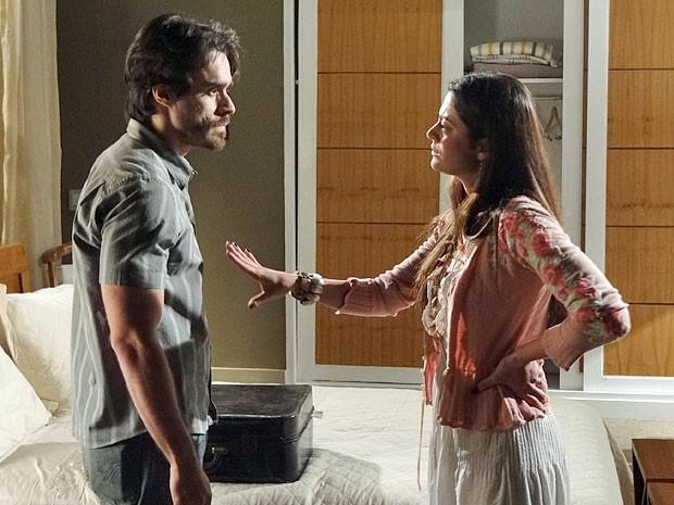 Jacira avisa que é ela quem vai embora da mansão (Foto: Amor Eterno Amor/TV Globo)