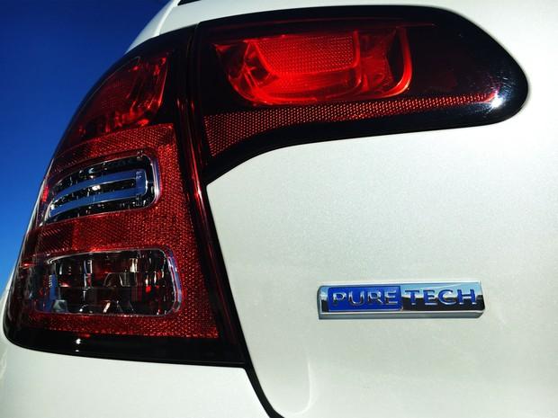 Citroen C3 1.2 traz emblema com nome do motor no porta-malas (Foto: Divulgação)