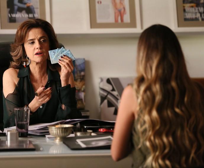 Fanny dá grana e mandar Stephanie nunca mais se encontrar com Bruno (Foto: Felipe Monteiro/ Gshow)
