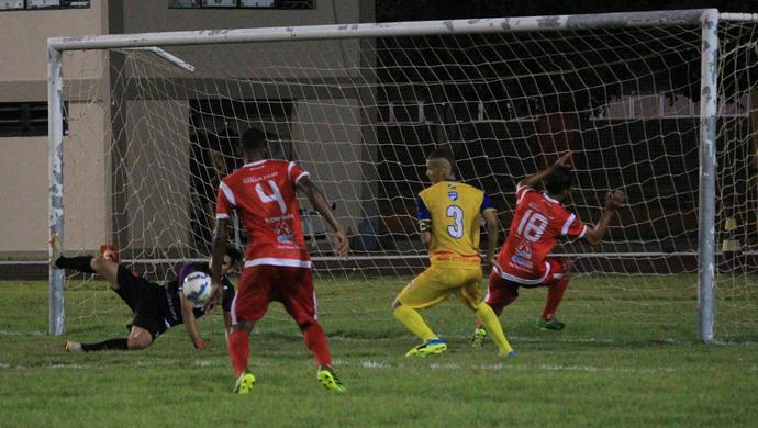 Baré aplicou três gols nos últimos minutos de jogo (Foto: Imagem/Tércio Neto)