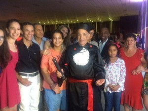 Idoso Leon Nolasco de 84 anos cola grau em direito e chega à 3ª formação em Goiás: 'Céu é o limite' (Foto: Sílvio Túlio/G1)
