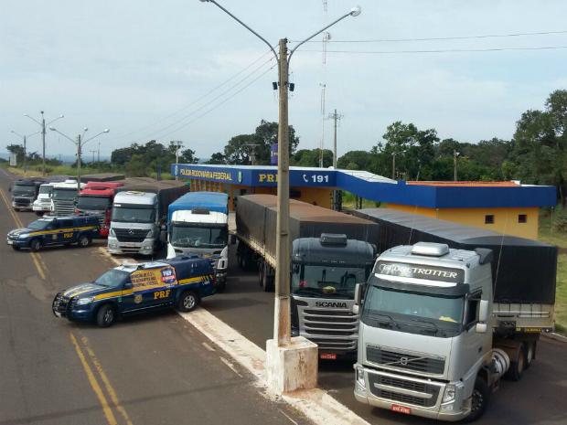 Polícia Rodoviária Federal (PRF) apreende carretas e caminhões em Nova Andradina. (Foto: PRF/ Divulgação)