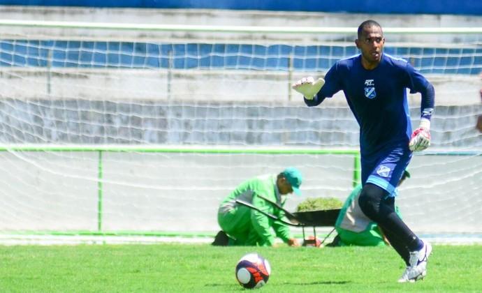 Célio é um dos três goleiros do Taubaté para a Série A2 (Foto: Divulgação/EC Taubaté)