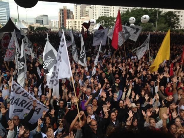 Professores aprovam continuidade da greve (Foto: Roney Domingos/G1)