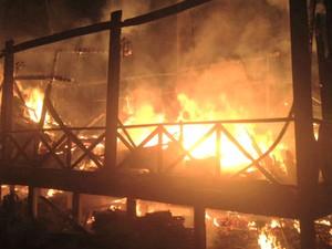 Vigilante foi rendido por ao menos quatro homens que incendiaram o museu  (Foto: Divulgação/Bombeiros)