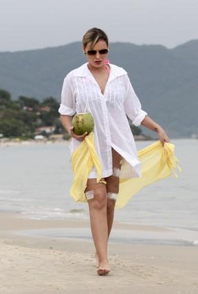 Andressa Urach em praia em Florianópolis, Santa Catarina. (Foto: Grosby Group/ Agência)