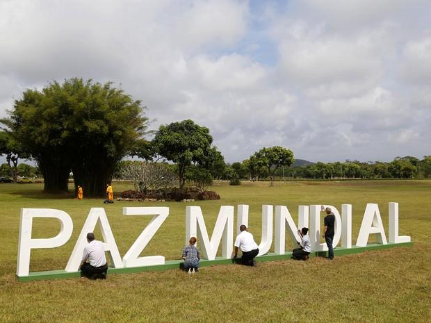 o Jardim da Saudade Paciência recebeu visitantes com um tributo a paz mundial (Foto: Fabio Rossi/ Divulgação)