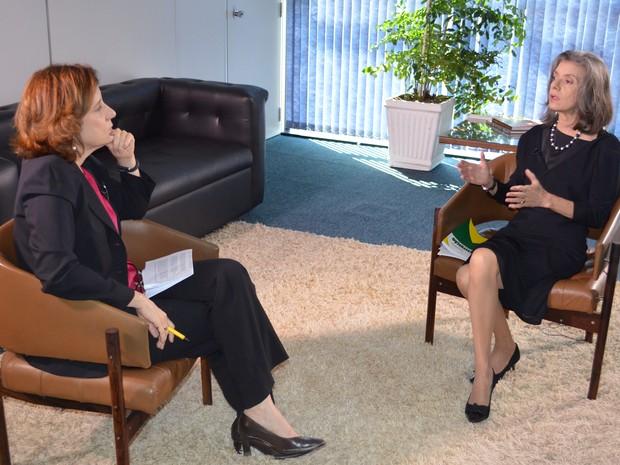 Miriam Leitão entrevista a vice-presidente do STF, Cármen Lúcia Rocha (Foto: GloboNews)
