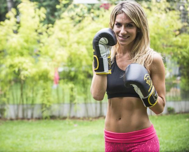 Giovanna Ewbank mostra um dos segredos de sua forma: o boxe (Foto: Raphael Dias/TV Globo)