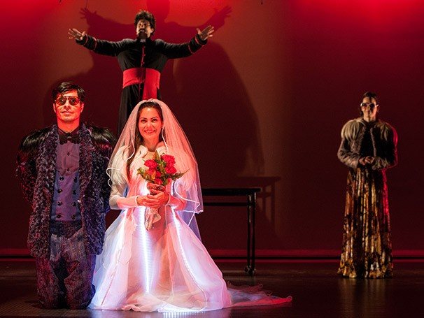 A trama se passa nas 48h antes do casamento de Glorinha, filha de um rico industrial (Foto: Alexandre Catan)